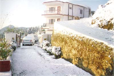 snowfall at sunrise villa shimla